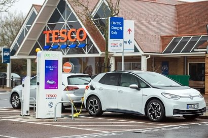 Volkswagen and Tesco roll out free EV charging network with 100 stores participating